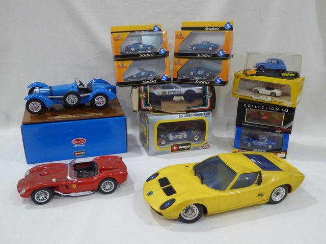 Lot de voitures miniatures modernes