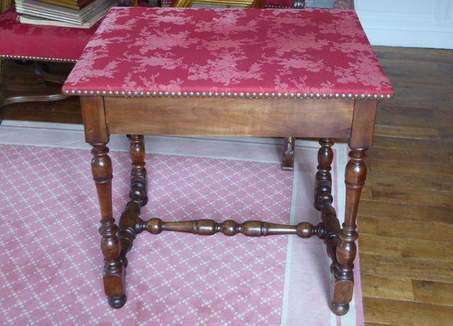 Table en bois naturel ouvrant à un tiroir en ceinture, piètement ...