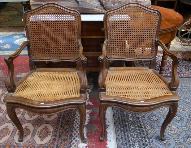 Suite de deux chaises et deux fauteuils cannés en bois naturel mo...