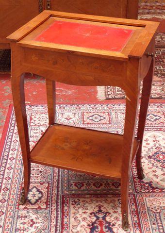Table d'appoint en bois de placage à décor floral marqueté ouvran...