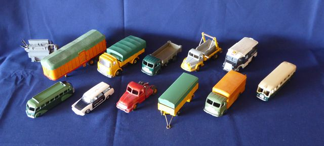 DINKY TOYS FRANCE LOT de 12 véhicules comprenant : Multibenne Uni...