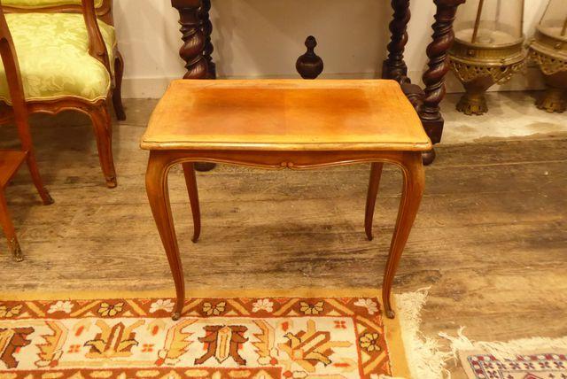 Table d'appoint en bois naturel, style Louis XV H. 49 cm  L. 60 c...