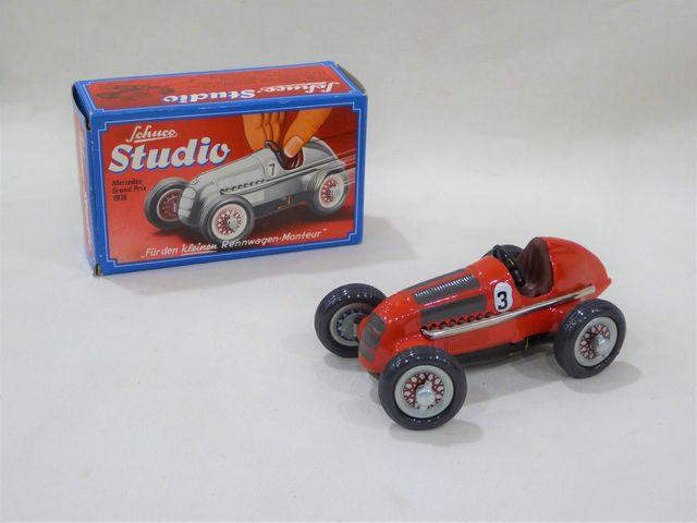 SCHUCO réf 1050 Mercedes Studio en tôle laquée rouge, L : 13,5 cm...