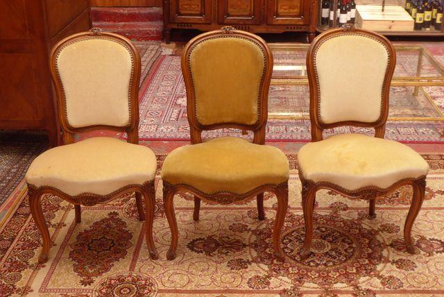 Suite de 3 chaises de style Louis XV en bois naturel mouluré et s...