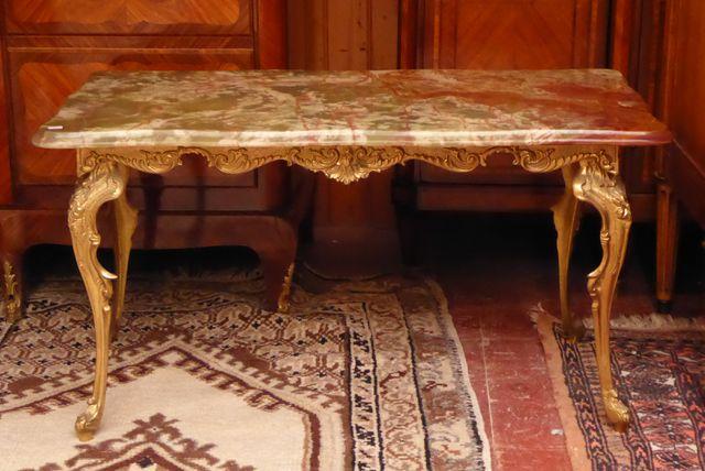 Table basse piètement en métal doré et plateau en onyx H. 45 cm  ...