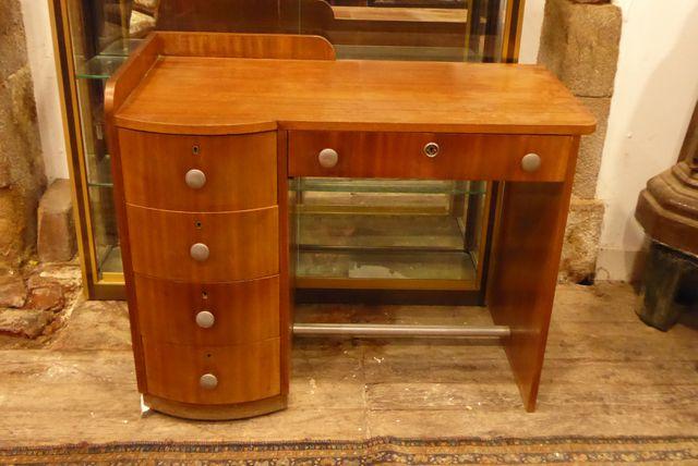 Bureau Art Déco en bois de placage ouvrant par 4 tiroirs latéraux...