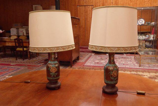 Paire de lampes en céramique polychrome à décor floral H. 34 cm