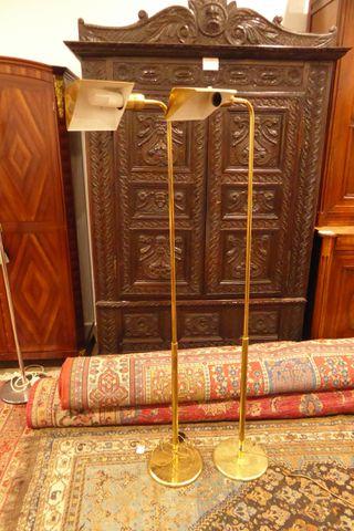 Lot de 2 liseuses en métal doré H. 152 cm
