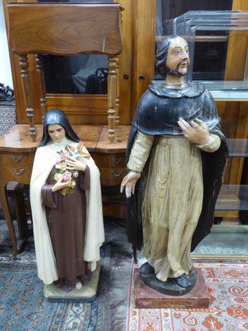 Suite de deux sujets religieux comprenant  un groupe en bois scul...