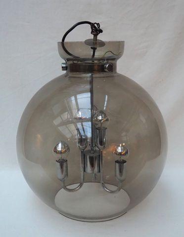 Lustre boule en verre fumé et métal chromé, années 70 H. 43,5 cm ...