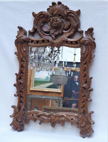 Glace en bois naturel sculpté à décor rocaille H. 78 cm  L. 51 cm