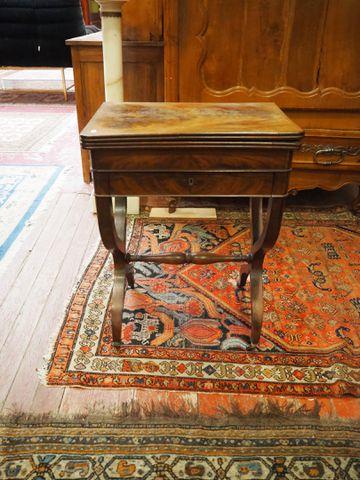 Table à jeu Louis-Philippe en acajou et placage d'acajou, plateau...