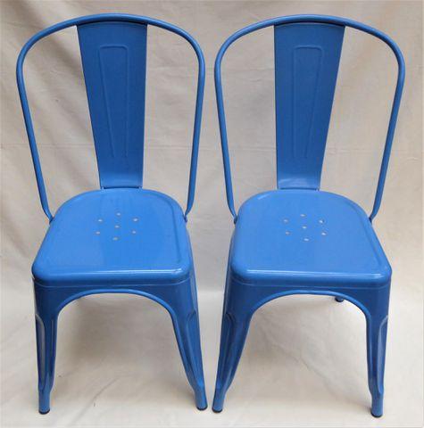 Paire de chaises en tôle laquée bleue, dans le goût de TOLIX H. 8...