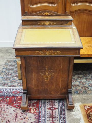 Petit bureau dit Davenport en bois de placage, ouvrant par un aba...