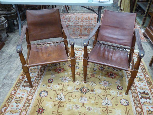 Paire de fauteuils en bois et cuir dans le goût scandinave H. 75 ...