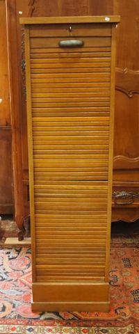 Meuble classeur à rideau H. 151 cm  L. 44,5 cm  P. 37,5 cm