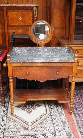 Table de toilette en bois de placage et dessus marbre ouvrant par...