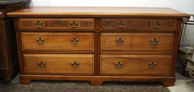 Commode double Art Deco en bois naturel mouluré et sculpté ouvran...