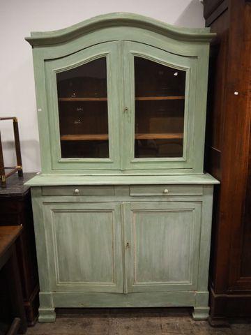 Meuble deux corps en bois peint ouvrant par deux portes vitrées e...