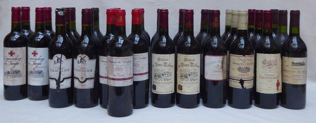 Lot de 69 bouteilles et 4 demi-bouteilles de vin comprenant : - C...