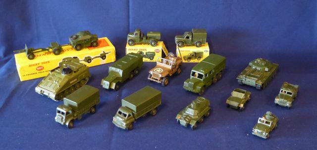 DINKY TOYS ENGLAND Lot de 14 véhicules comprenant : DINKY SUPERTO...