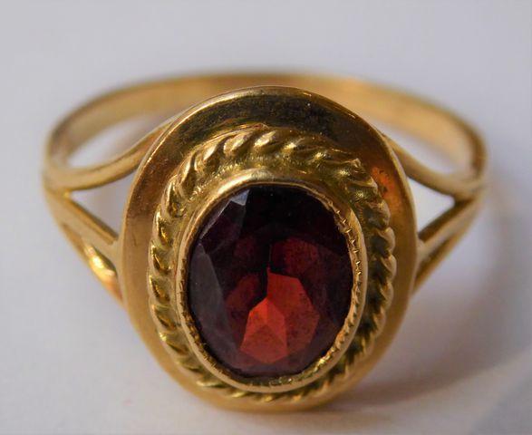 Bague or sertie pierre couleur rouge Pds 3 grs