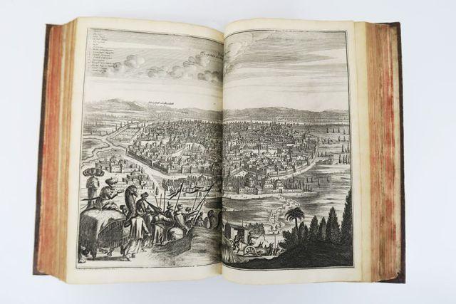 OLEARIUS (Adam). Voyages très-curieux et très-renommez faits en M...