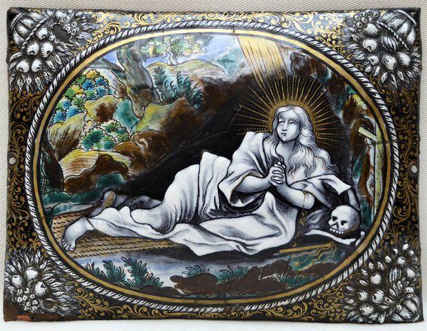 Plaque en émail polychrome représentant Sainte Marie Madeleine LI...