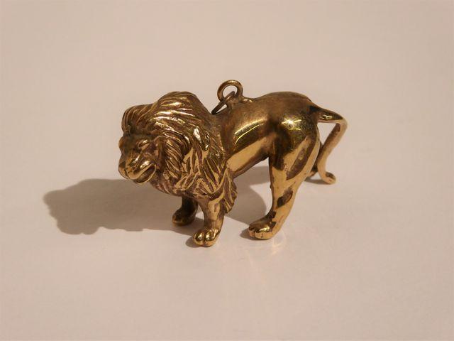 Pendentif or jaune 9K représentant un lion Pds 21 grs