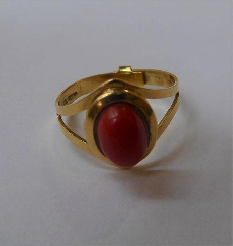 Bague or sertie pierre couleur rouge Pds 4 grs