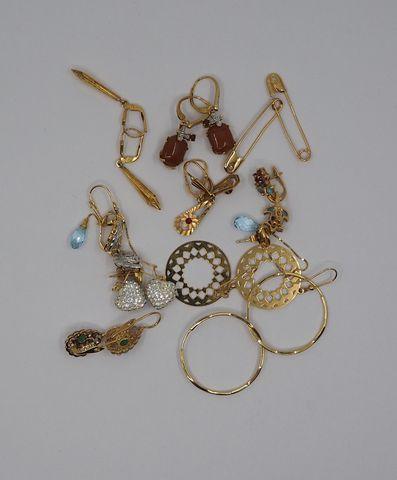 Lot de bijoux or dépareillés dont boucles d'oreille Pds brut 32 g...