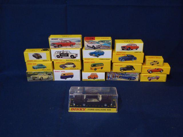 DINKY TOYS Editions ATLAS GROUP Lot de 19 véhicules dans leurs bo...
