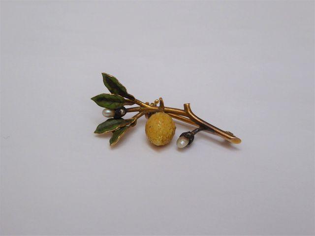 Broche or jaune en forme de branche de citronnier Poids : 4 grs