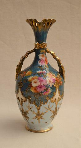 LIMOGES Fabrique MARTIAL REDON Vase en porcelaine polychrome à dé...
