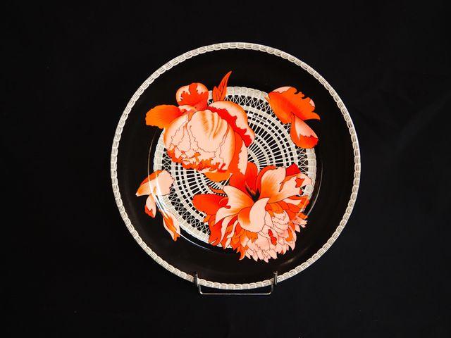 HERMES Suite de 24 assiettes en porcelaine à décor de pivoines Di...