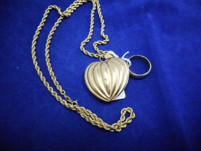 Collier avec pendentif cœur or et anneau deux ors Tdd 54. 15,7g. ...