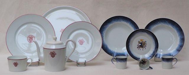 HERMES Lot d'éléments dépareillés en porcelaine polychrome compre...