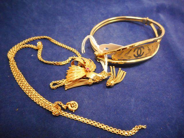 Collier or cassé avec bracelet rigide ouvrant or 21,6g.