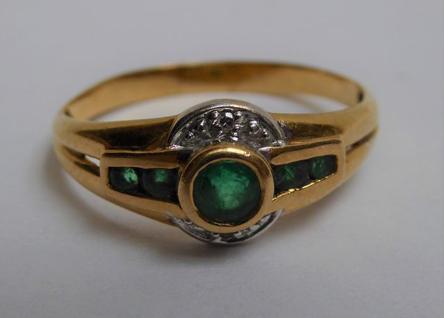 Bague or sertie pierres couleur vert/blanc Pds 4 grs