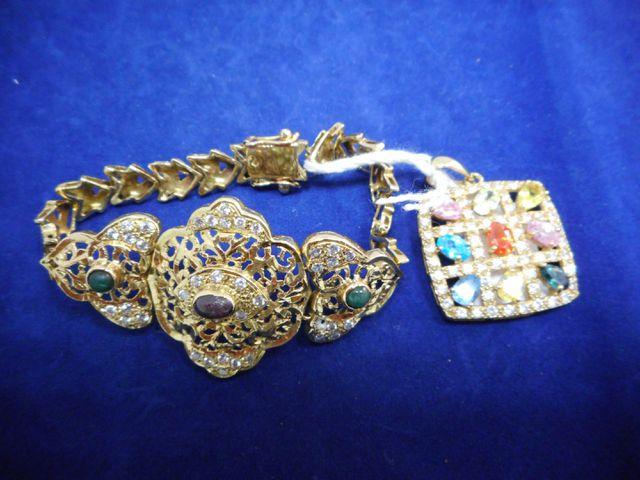 Bracelet et pendentif or et pierres 28,6g. 12 euros frais de cont...