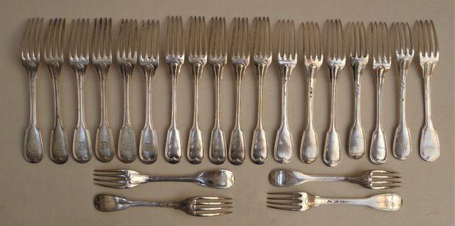 Lot de 22 fourchettes et 13 cuillères en argent massif, poinçons ...