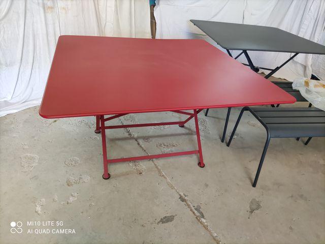 TABLE FERMOB MODELE CARGO - ROUGE 1.33 x 1.33 x 73 cm (Neuve)