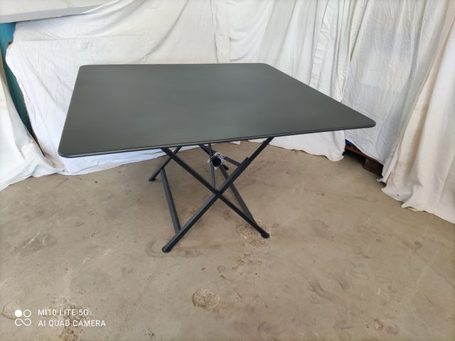 TABLE FERMOB MODELE CARGO - GRIS 1.33 x 1.33 x 73 cm (Neuve)