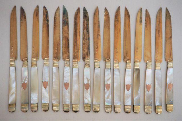 Suite 16 couteaux manche nacre lame vermeil poinçon vieillard Pds...