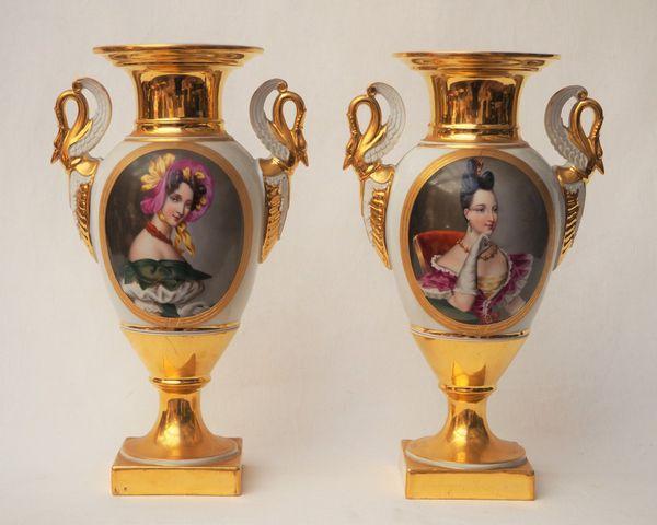 PARIS dans le goût du XIXème siècle, Paire de vases balustres en ...