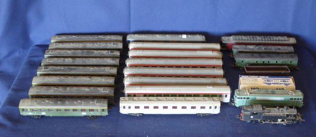 HORNBY AC HO Lot d'éléments sans boîte comprenant : 5 voitures Tr...