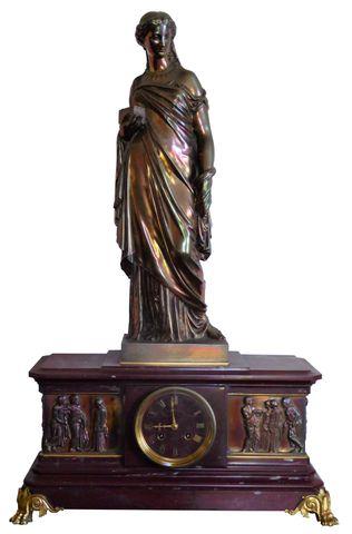 BARBEDIENNE Pendule borne en marbre griotte surmontée d'un vestal...