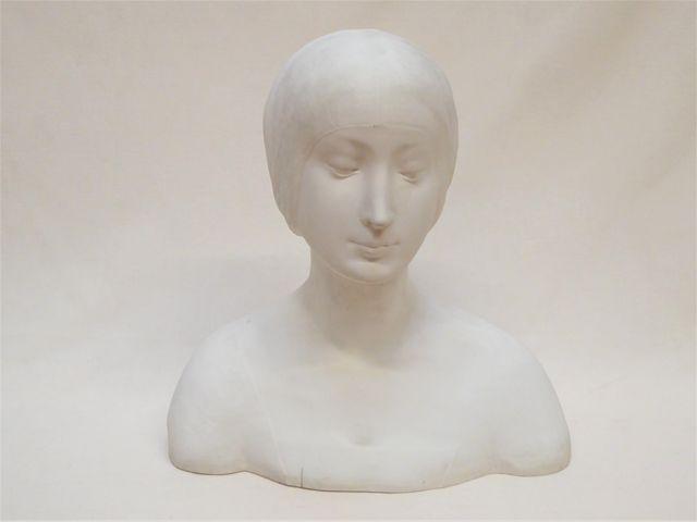 LIMOGES. LAPORTE Raymond (1882-1896) Buste de femme à la coiffe e...