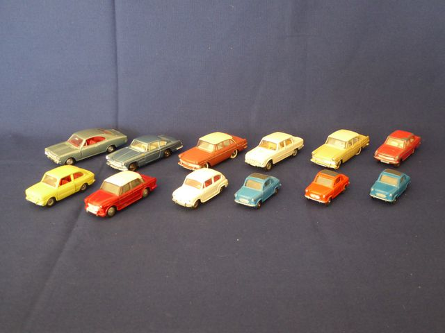 DINKY TOYS FRANCE Lot de 12 véhicules comprenant : Opel Rekord Co...