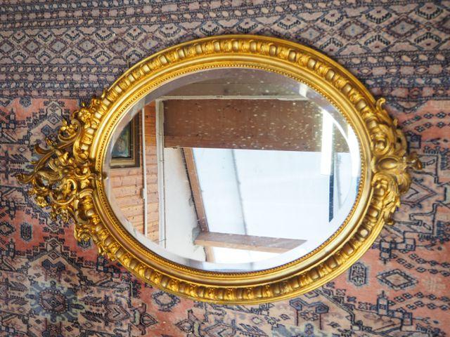 Miroir ovale en bois et stuc doré, style Louis XVI H. 111 cm  L. ...